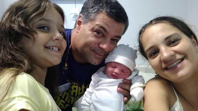 Com ajuda de menina de 8 anos, homem faz parto do próprio filho