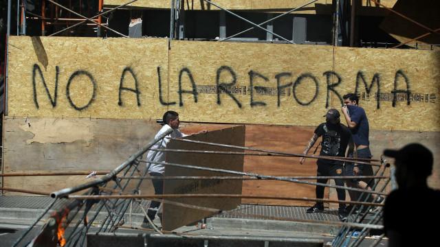 Protestos impedem votação de pacote de reformas na Argentina