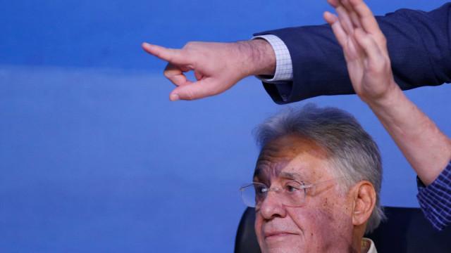 Lula se matou como símbolo, diz FHC em debate sobre crise no Brasil