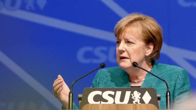 Merkel se reunirá com Putin para discutir crise na Síria