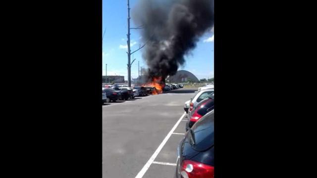 Incêndio destrói carros perto da Arena Grêmio durante jogo