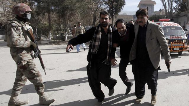 Ataque terrorista deixa ao menos cinco mortos em igreja paquistanesa