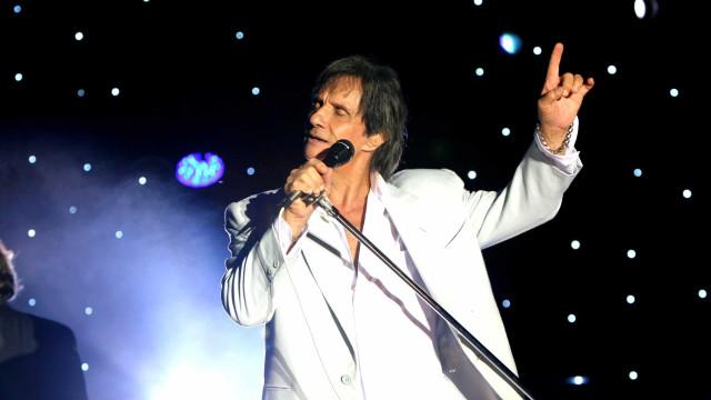 Roberto Carlos não gosta que gravem suas músicas, diz cantora