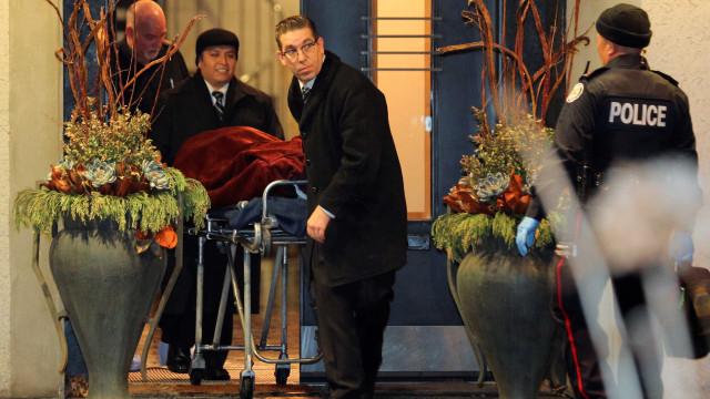 Casal de bilionários achado morto foi estrangulado, aponta autópsia
