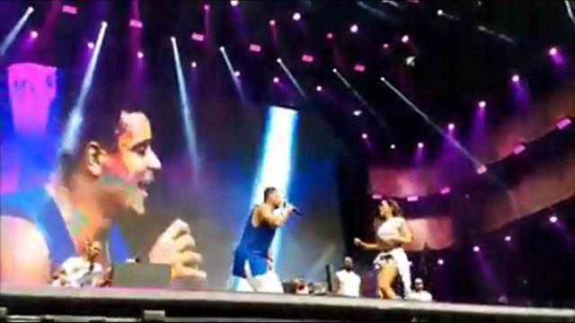 Harmonia do Samba recebe Anitta no palco em comemoração de 24 anos
