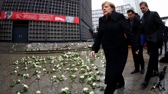 Um ano após atentado em Berlim, Merkel admite 'erros'