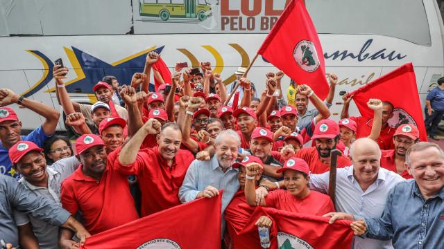 MST faz caminhada até Brasília para registro da candidatura de Lula