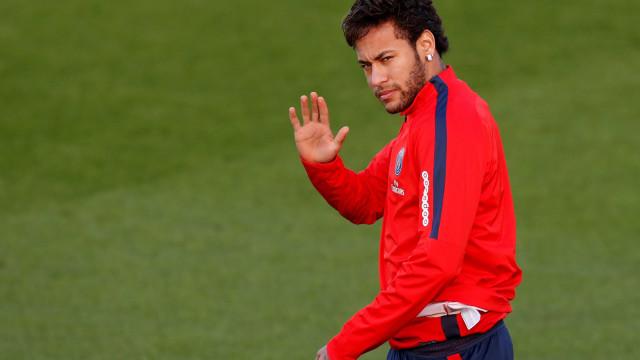 Neymar fica fora de treino do PSG por motivos de saúde