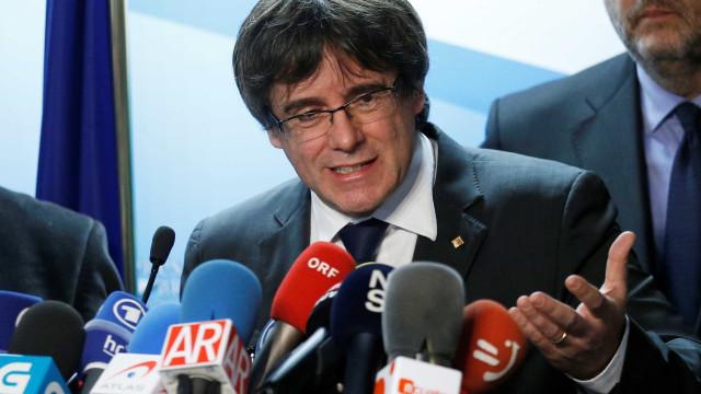 Espanha retira pedido de extradição de ex-líder da Catalunha