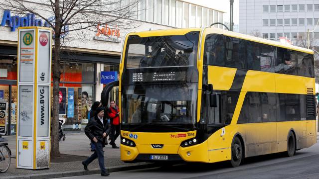 Mulher é expulsa de ônibus em Berlim por racismo