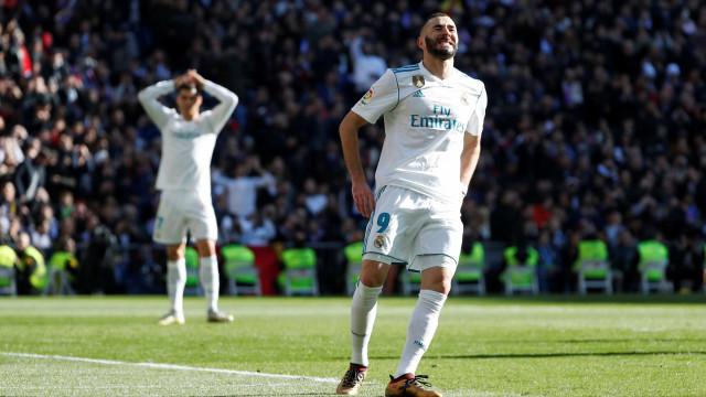 Benzema tem lesão muscular e desfalca Real Madrid por até três semanas