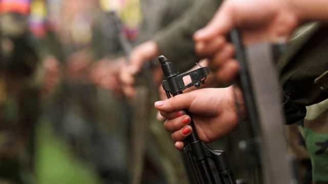 Jornalista é atingida dentro de casa por bala de fuzil no Ano Novo