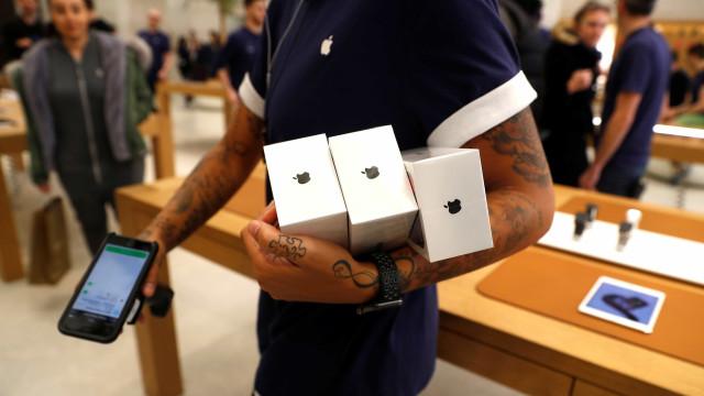 Após polêmica, Apple oferece desconto na troca de baterias