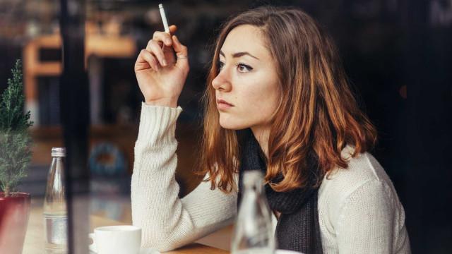 Relógio inteligente pode ajudar fumante a largar vício