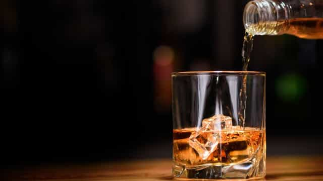 Consumo de bebidas alcoólicas aumenta risco de câncer porque altera DNA