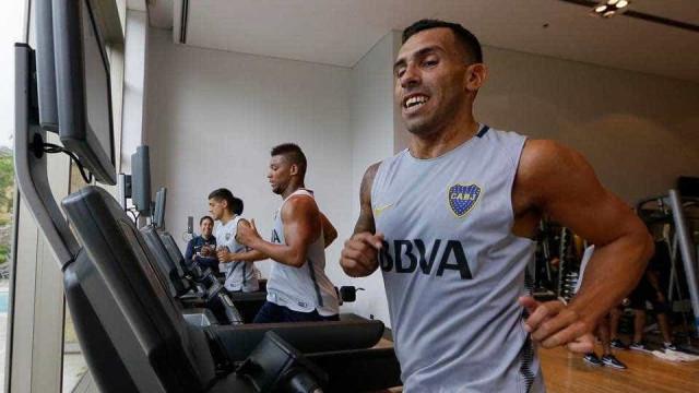 """Boca Juniors anuncia o retorno de Tevez: """"Voltou para a casa"""""""