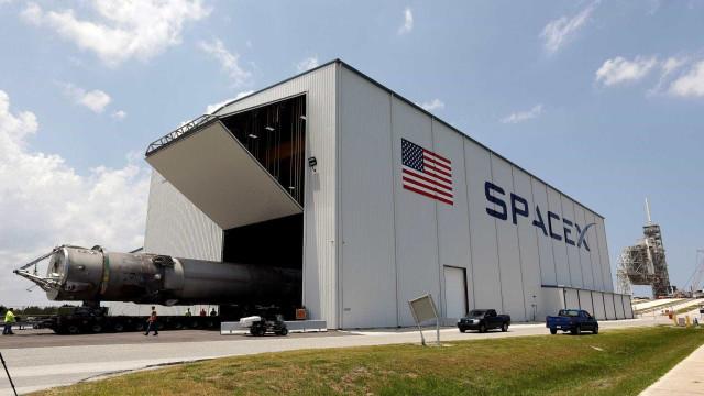SpaceX lança satélite secreto do governo nos EUA