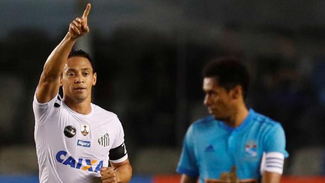 Os veteranos do futebol brasileiro que ainda estão com fome de bola