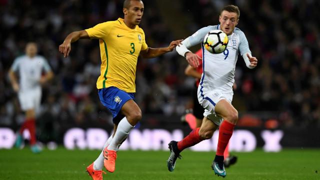Palmeiras quer contratar zagueiro titular da seleção brasileira