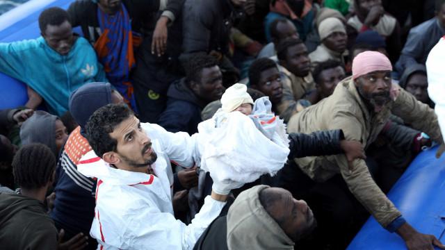 Acidente com barcos de imigrantes causa pelo menos 50 mortes na Líbia