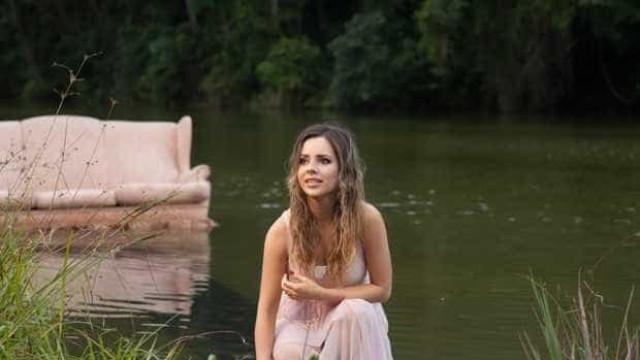 Sandy grava clipe sexy com música de 'O Outro Lado do Mundo'