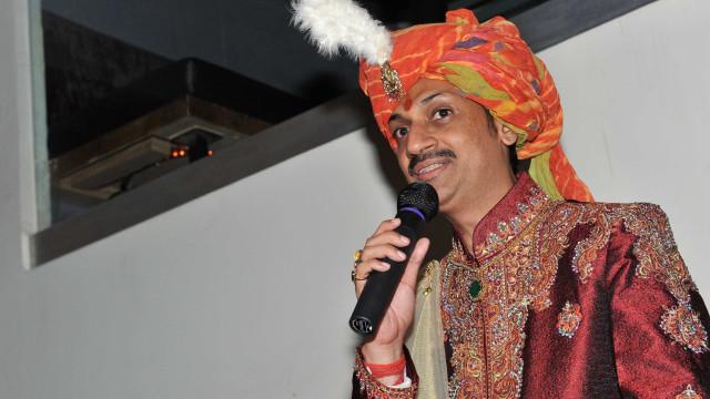 Príncipe gay abre portas de palácio para LGBTs perseguidos na Índia