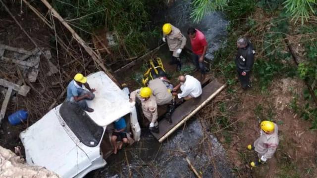 Menino de 6 anos salva vida de avô após veículo cair em rio: 'Herói'