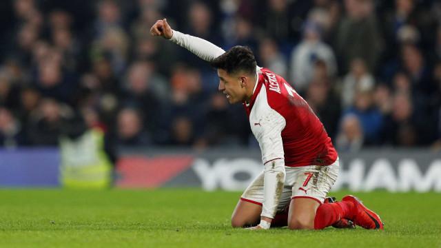 Alexis Sánchez vira alvo de rivais da Inglaterra