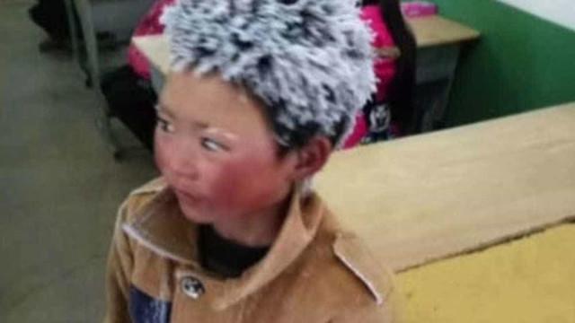 Menino chinês chega à escola com cabelo congelado e foto viraliza