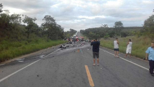 Acidente com vários veículos deixa 7 mortos e 39 feridos na BR-251