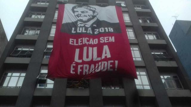 Às vésperas de julgamento, petistas se reúnem em ato de apoio a Lula
