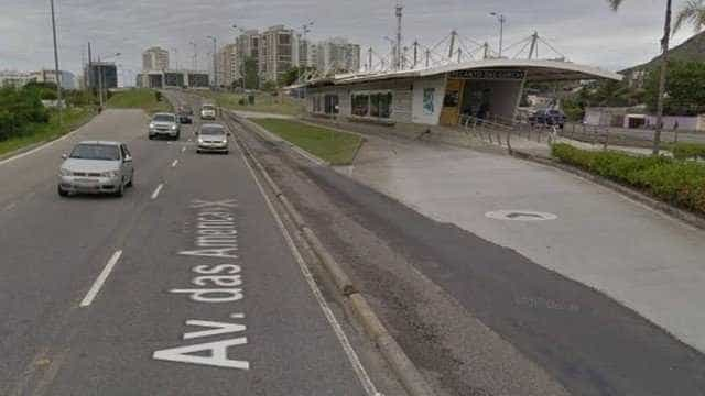 Suspeito desce de moto em avenida do Rio e mata mulher a tiros