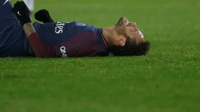 Com dores na coxa, Neymar desfalca PSG contra o Lyon neste domingo