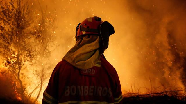 Incêndio deixa pelo menos oito mortos e mais de 60 feridos em Portugal