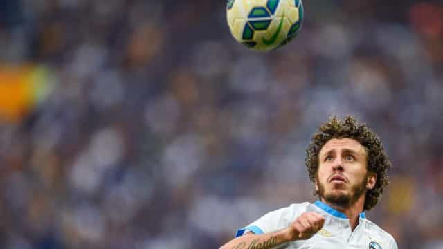Vasco anuncia contratação de dupla que jogou no Flamengo