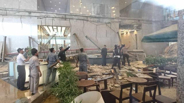 Piso da Bolsa de Valores desaba e deixa 72 feridos na Indonésia; vídeo