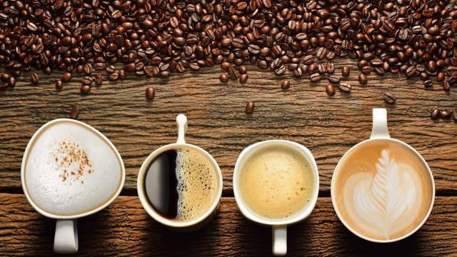Beber café ou chá muito quente aumenta risco de ter câncer