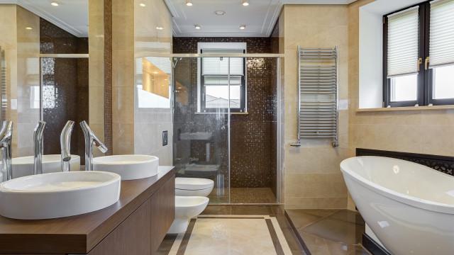 6 dicas para fazer uma limpeza completa do banheiro