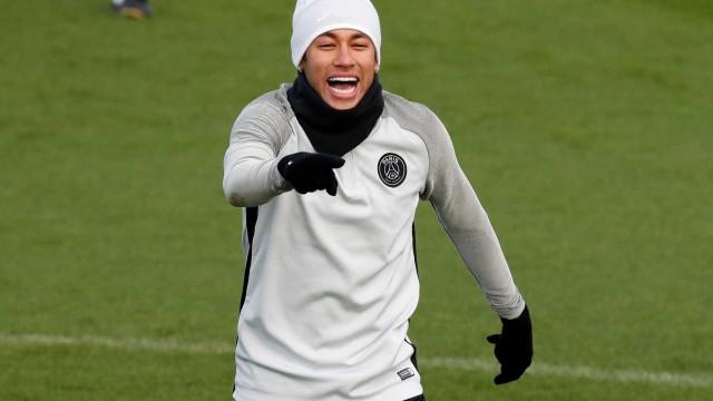 Vai pra onde, fera? Neymar dá caneta humilhante durante treino do PSG