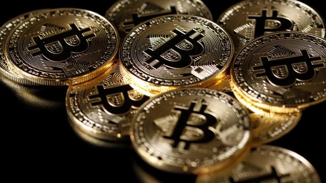 Bitcoin perde 23% do valor, maior queda em 4 anos