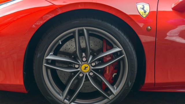 Ferrari prepara carro elétrico para desafiar a Tesla
