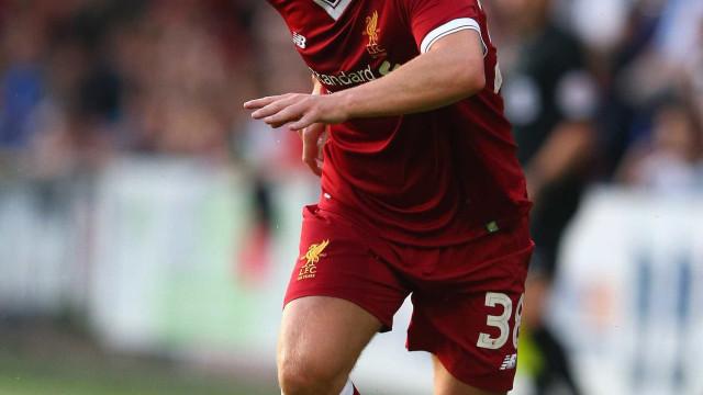 Jogador do Liverpool é condenado por agredir namorada com chutes