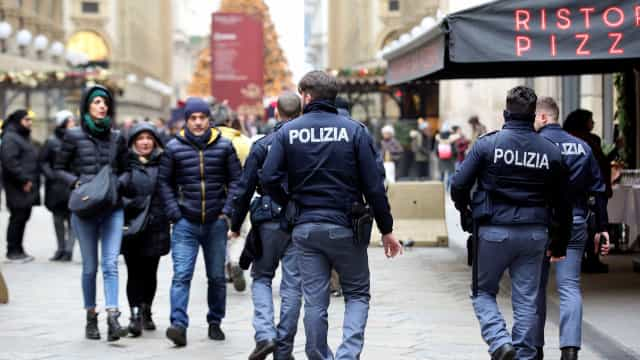 Mulher mata 1 e fere 3 em ataque com faca na Itália