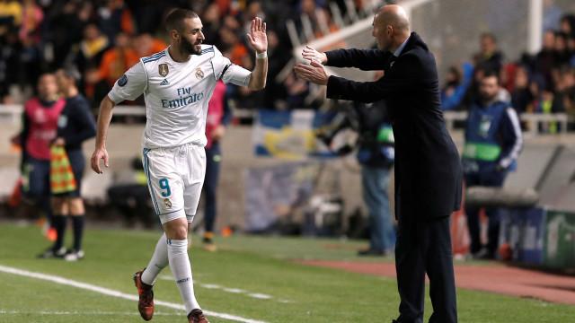 Real já tem substitutos para Zidane e Benzema, diz TV