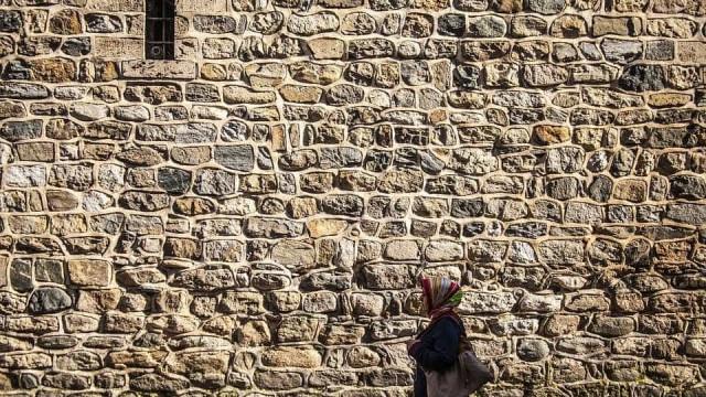 Muçulmana é expulsa de tribunal na Itália por usar véu