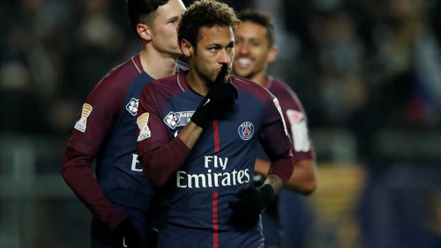 Neymar faz 4 em goleada de 8 a 0 do PSG no Francês