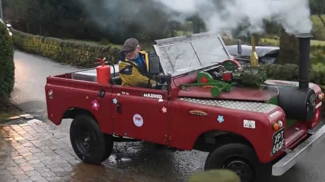 Homem desenvolve Land Rover completamente movida a vapor na Inglaterra