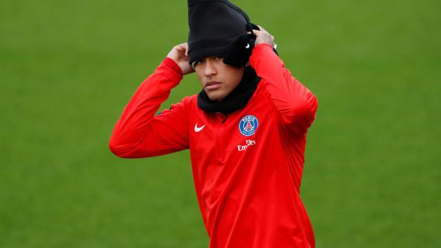 Fifa rejeita denúncia de Neymar contra Barcelona, diz rádio