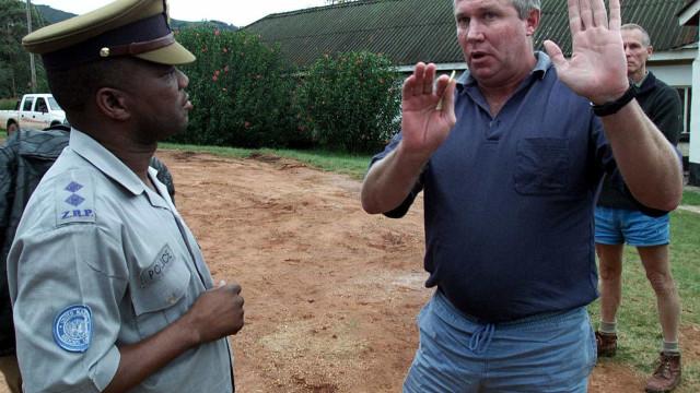 Líder de oposição no Zimbábue morre em acidente aéreo