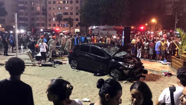 Motorista atropela 17 pedestres na Praia de Copacabana; bebê morre